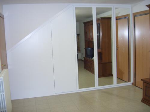 Armadi a muro con ante con specchi for Armadio con specchio ikea