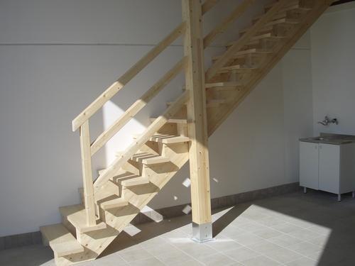 Scala in legno per soppalco for Soppalco in legno lamellare