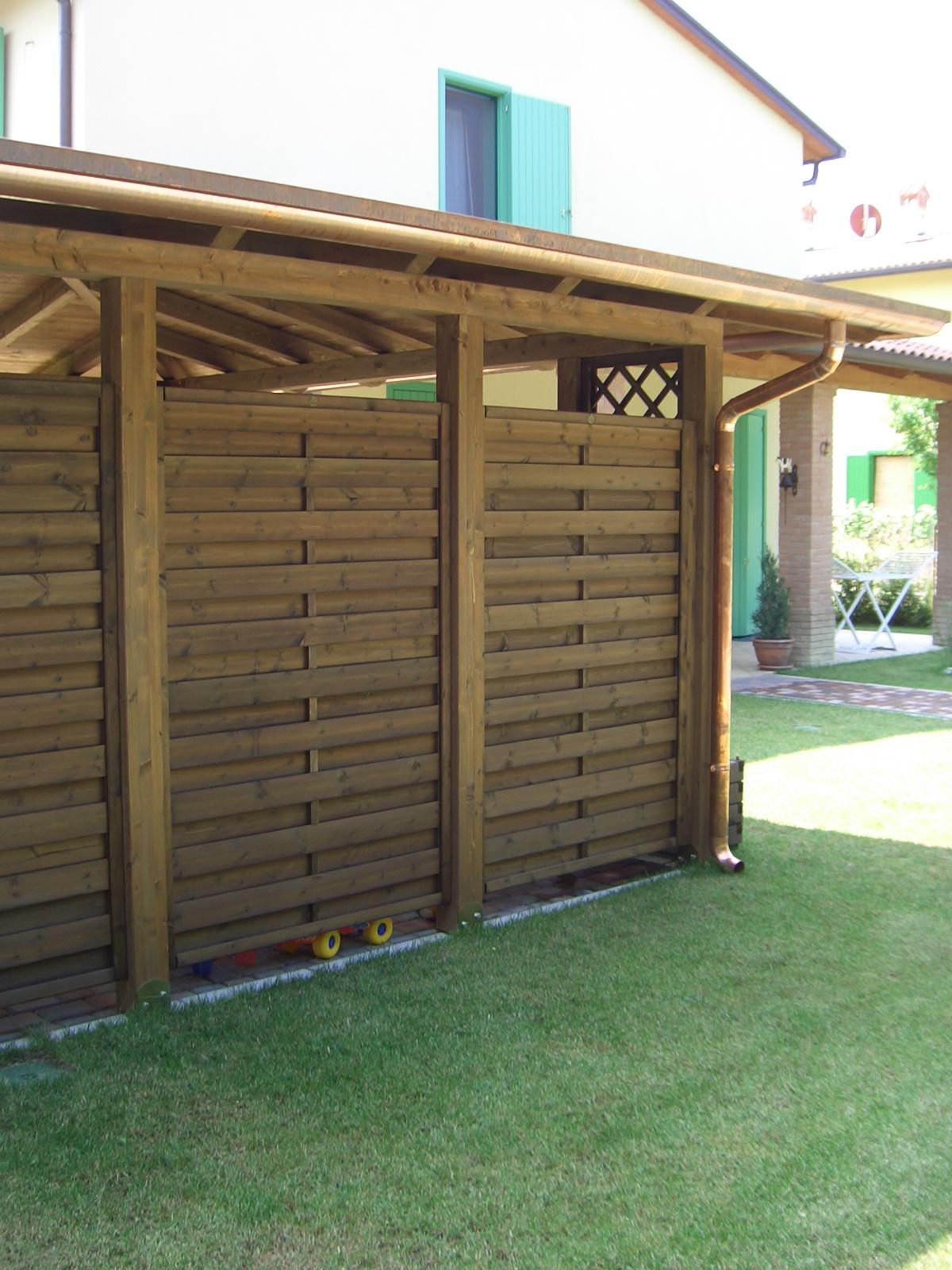Pareti divisorie in legno frangivista for Divisori da giardino in plastica